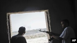 Бой вблизи резиденции Мумара Каддафи в Триполи