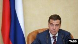 К шансам Дмитрия Медведева попасть на пост президента и в Думе, и за ее пределами относятся серьезно