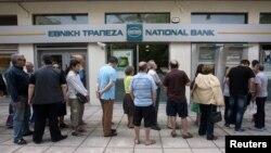 Чарга да банкамата ў Салоніках