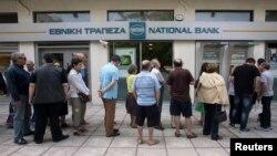 Пока правительство Греции утверждает, что не намерено вводить банковских ограничений