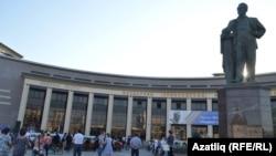Казандагы Салих Сәйдәшев һәйкәле
