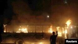 Zapaljen autobus prilikom nereda u Karačiju, 3 avgust 2010