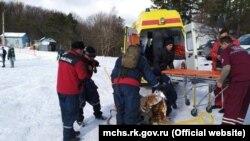 Сноубордист отримав травми на Ангарському перевалі через сходження лавини