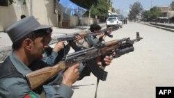 پليس افغانستان در جريان عمليات عليه طالبان در شهر «خوست»، سهشنبه ۲۲ ارديبهشت
