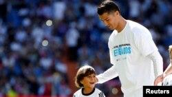 کریستیانو رونالدو، فوتبالیست پرتغالی رئال مادرید پردرآمدترین ورزشکار دنیا نیست اما محبوبترین است.
