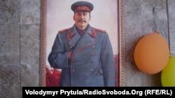 У Криму громадськість протестує проти розміщення портрету Сталіна в «Столовой СССР», яку відкрили в держаній установі у Сімферополі