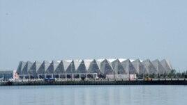 Novoizgrađena zgrada za Eurosong i čiju je izgradnju navodno bila umiješana i porodica Alijeva, maj 2012.