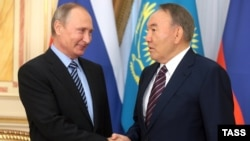 Russian President Vladimir Putin (left) and Kazakh President Nursultan Nazarbaev (file photo)