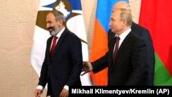 Премьер-министр Армении Никол Пашинян и президент России Владимир Путин в Сочи, 14 мая 2018 г.