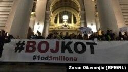 Demonstranti ispred Skupštine Srbije