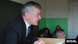 Вот уже четыре месяца, как истек срок нахождения на службе генпрокурора Южной Осетии Мераба Чигоева. Все это время он занимает должность вопреки требованиям закона