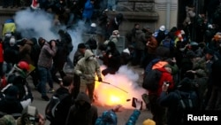 Сутички біля адміністрації президента 1 грудня