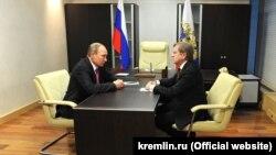 Aeroflot-un rəhbəri ilə Vitaly Saveliev Putinin qəblunda, 13 yanvar 2016