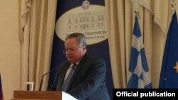 Шефот на грчката дипломатија Никос Козијас