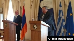 Greece - Greek Foreign Minister Nikos Kotzias (R) and his Armenian counterpart Edward Nalbandian at a news conference in Athens, 13Dec2017.