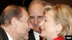 U.S. Secretary of State Hillary Clinton (right), EU foreign policy chief Javier Solana (left), and U.S. Middle East peace envoy George Mitchell prior to the conference on Gaza in Sharm el-Sheikh