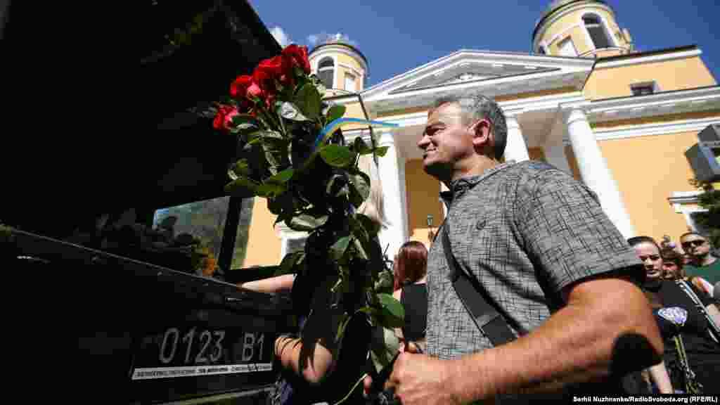 Після прощання відбулась кремація за військовими традиціями