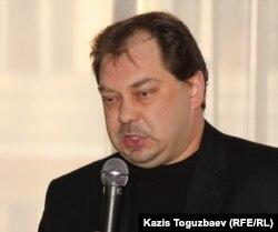 """Заместитель председателя оппозиционной партии """"Алга"""" Михаил Сизов. Алматы, 24 января 2012 года."""