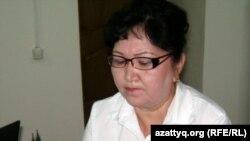 Помощник начальника вокзала Алма Есимхан. Алматы, июль 2012 года.