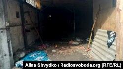 Розвалена будівля, в якій знайшли Євгена Щербину