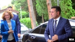 Зоран Заев и Радмила Шекеринска на лидерска средба