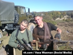 Василий Кудричев (справа) с сослуживцем в Чечне