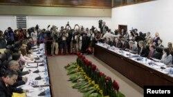 Делегації Куби і США на переговорах у Гавані, 21 січня 2015 року