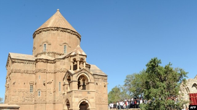 Turkey -- Armenian Christians gather for the reopening of the Church of the Holy Cross on Akhtamar Island in Van,19Sep2010