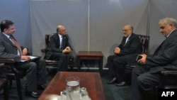 هکتور تیمرمن (نفر دوم از چپ) وزیر امور خارجه آرژانتین همراه با علی اکبر صالحی، همتای ایرانیاش.