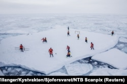 На льдине в Норвежском море