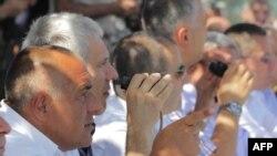 Premierul Boiko Borisov alături de fostul președintele sîrb Boris Tadic la un exercițiu comun militar