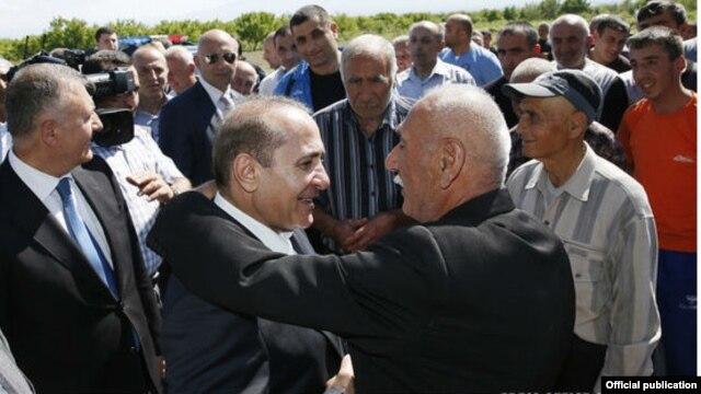 Armenia - Prime Minister Hovik Abrahamian visits villages in Ararat region, 04May2014