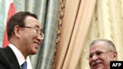 БУУнын башкатчысы Пан Ги Мун Ирактын президенти Жалал Талабани менен. Багдад, 2009-жылдын 6-февралы.