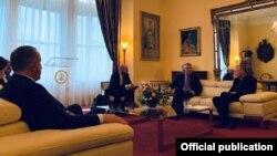 Gjatë takimit të presidentit Hashim Thaçi me sekretarin e Shtetit të Selisë së Shenjtë, Pietro Parolin.