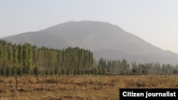 The current quarrel centers around a small mountain known in Uzbek as Ungar-Tepa and Unkur-Too in Kyrgyz, which lies on the undemarcated Kyrgyz-Uzbek border about 10 kilometers from the western Kyrgyz town of Kerben.