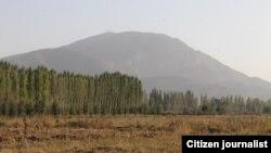 Гора Ункур-Тоо на суперечливій території між Узбекистаном і Киргизстаном