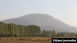 Спорная гора Ункур-Тоо. Вид со стороны аэропорта в Кербене.