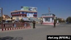 این تصویر یکی از میادین شهر قندوز را، پس از تصرف به دست نیروهای دولتی نشان میدهد.
