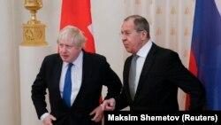Борис Джонсон и Сергей Лавров перед началом переговоров в Москве, 22 декабря 2017 года.