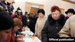 Қырғызстандықтар президентік сайлауға қатысты. 30 қазан. 2011