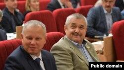 Вячеслав Ягдаров справа