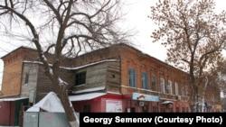 Здание бывшей гостиницы в Уральске, которое считается памятником истории и архитектуры местного значения.