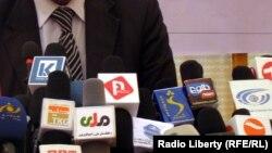 په افغانستان کې دا مهال ۷۵ ټلوېزیوني چینلونه،۲۰۰ راډیو ګانې او سلګونه چاپي رسنۍ فعالیت کوي.