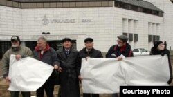 Журналистлар пикет үткәрә, Уфа, 13 ноябрь 2010
