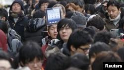 Так выглядела несколько дней назад очередь за новым iPad в Токио.