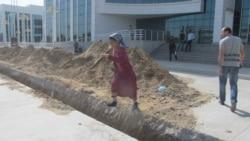 'Türkmenistanyň şäherlerinde ýollar geçer ýaly däl'