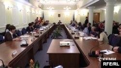Ще торік «слуга народу» Данило Гетманцев переконував, що це «програмний пункт» президента – а через три місяці очолюваний ним комітет цей «програмний пункт» відхилив