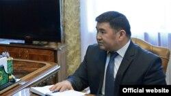 Өз ыктыяры менен кызматтан кеткенКоррупцияга каршы күрөшүү кызматынын башчысы Бөкөнбай Казаков.
