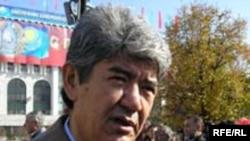 """Экологиялық """"Табиғат"""" қозғалысының жетекшісі Мэльс Елеусізов 8 рет парламент сайлауына, ал 2005 жылы президент сайлауына түскен."""
