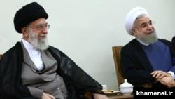 Ayatollah Ali Khamenei və Hassan Rouhani